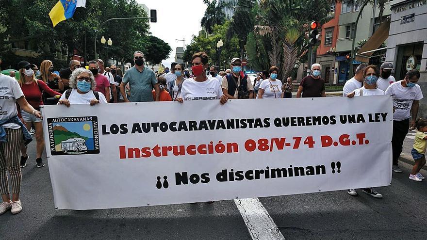 Los autocaravanistas reivindican en la capital áreas de descanso en todas las islas