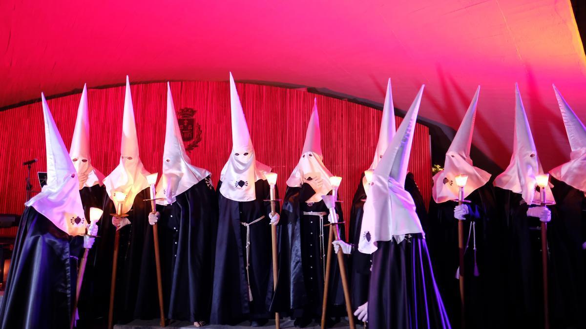 Penitentes de la Semana Santa de Elda en una imagen de 2019.