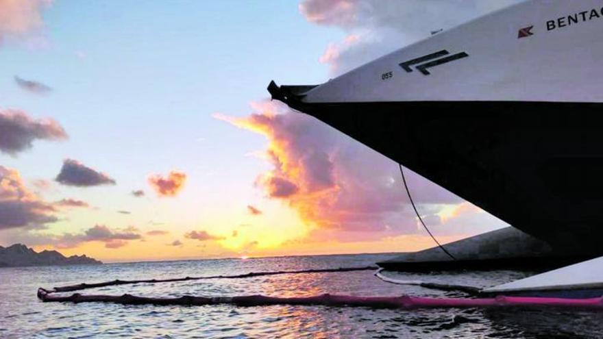Fred. Olsen opta por reflotar el ferry  y Agaete exige el análisis de las aguas