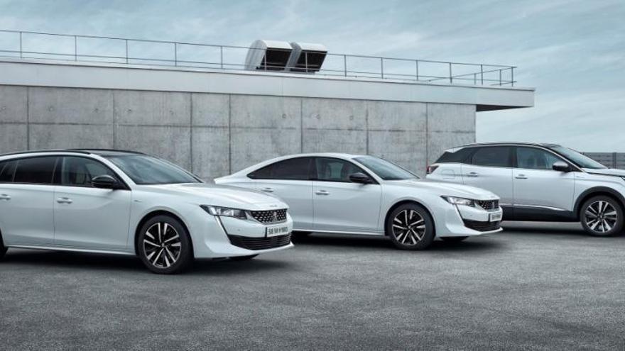 Peugeot se enchufa a la red eléctrica