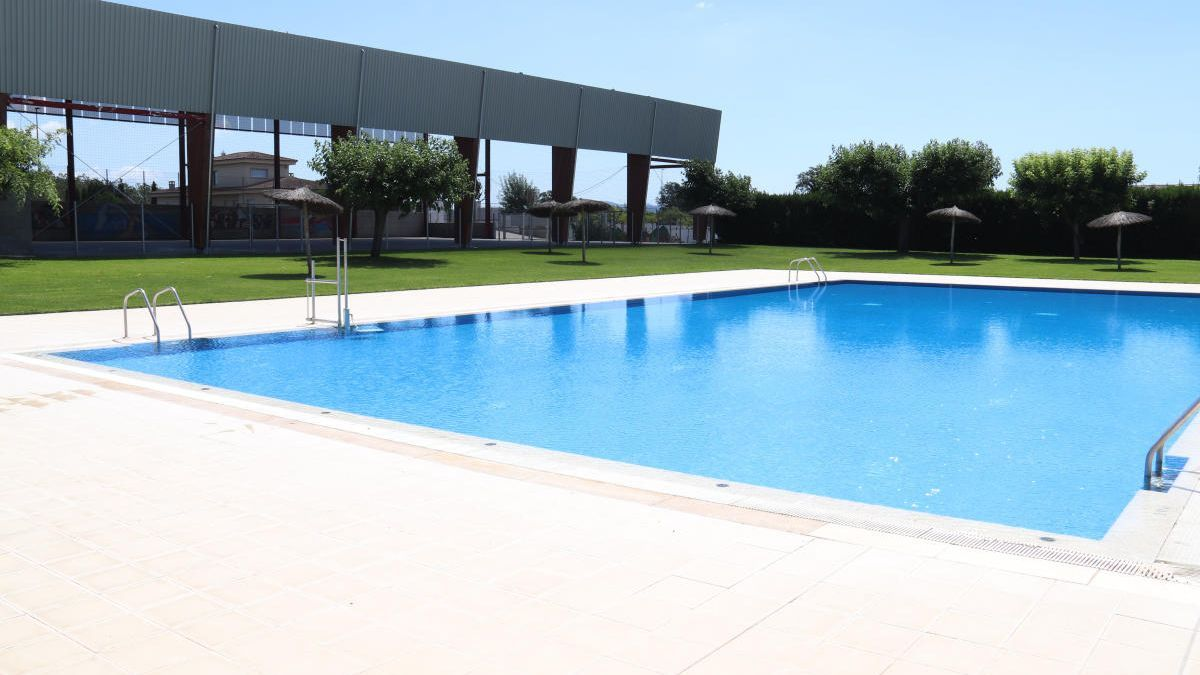 Una de les piscines municipals de Sils el primer dia de la reobertura