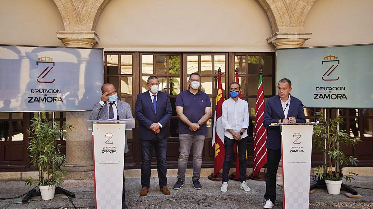 De izquierda a derecha, Barrios, Faúndez, Prada, Prieto y Requejo, en una imagen de archivo.   Jose Luis Fernández