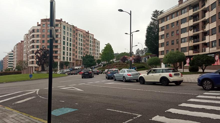 Vuelven las colas para vacunarse en Oviedo: un error con las marcas genera retrasos en el Hospital Monte Naranco