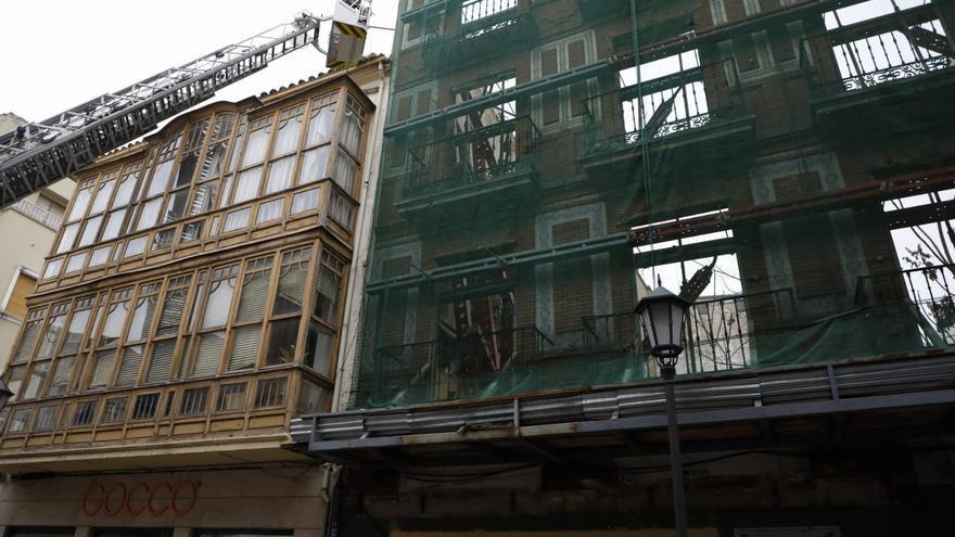 La caída de una pared en un solar en San Torcuato obliga cortar la calle en Zamora