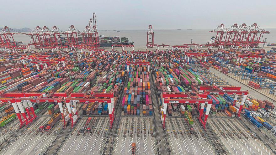 Los fletes entre Asia y Europa se multiplican por seis y superan los 12.700 dólares por contenedor
