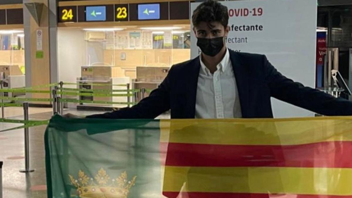 Raúl Teruel, este miércoles en el aeropuerto