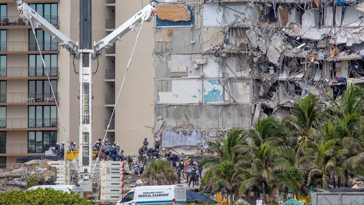 El edificio del que se derrumbó un ala.