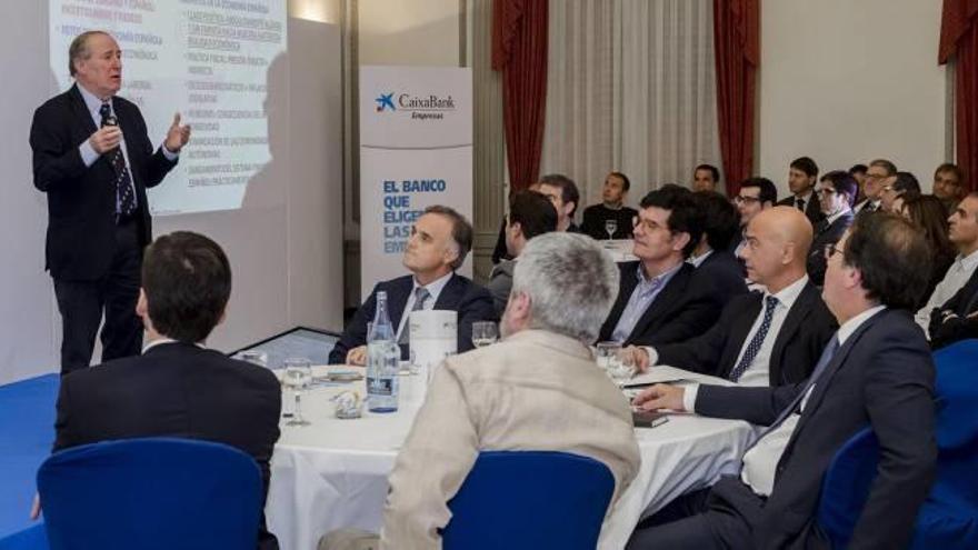 CaixaBank y Gay de Liébana abordan la situación económica con 70 empresarios de Castelló