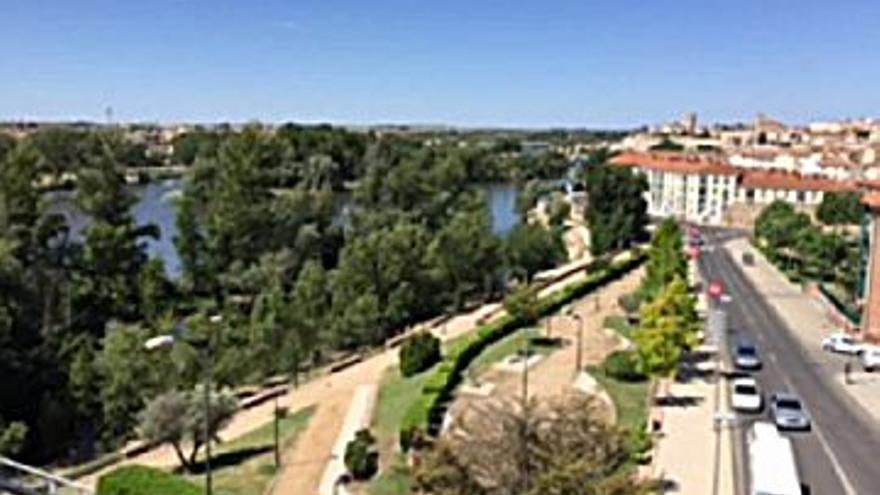 29.300 € Venta de piso en centro (Zamora) 73 m2, 3 habitaciones, 1 baño, 401 €/m2, 5 Planta...