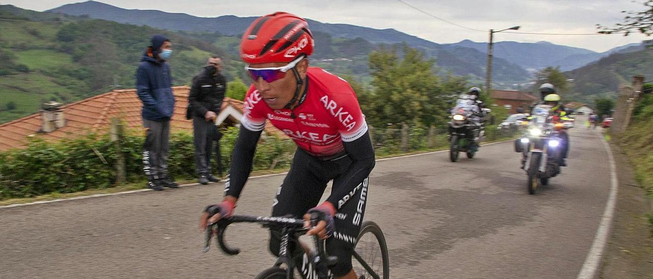Nairo Quintana, tras su ataque, en las últimas rampas de Carabanzo. |