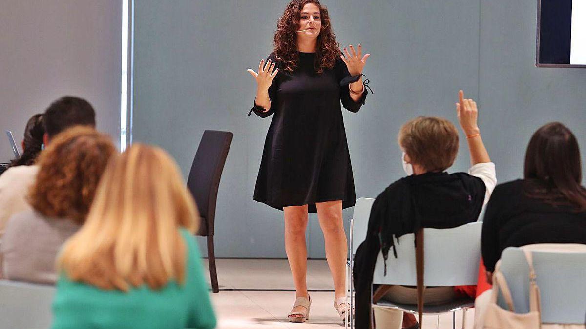 María Soto, de Educa Bonito, en el taller sobre disciplina positiva, valores y comunicación.