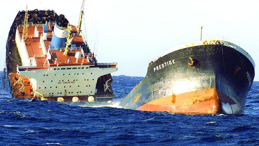 El tráfico de barcos con mercancías peligrosas frente a Galicia remonta tras la crisis