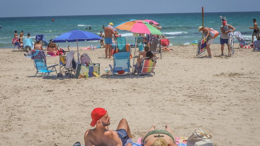 Las playas oriolanas tendrán socorristas hasta el 17 de octubre en fin de semana