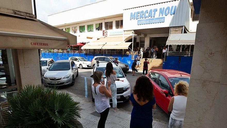 Los puestos del Mercat Nou convocan un cierre de protesta