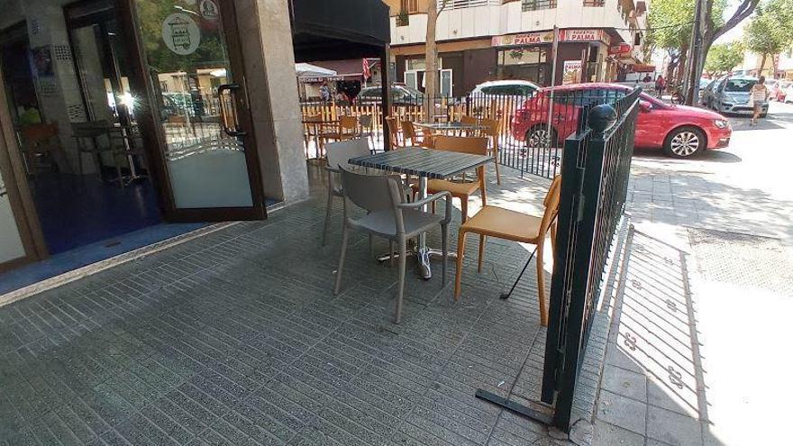 Café-Gast durch herabstürzende Markisen-Stange getötet