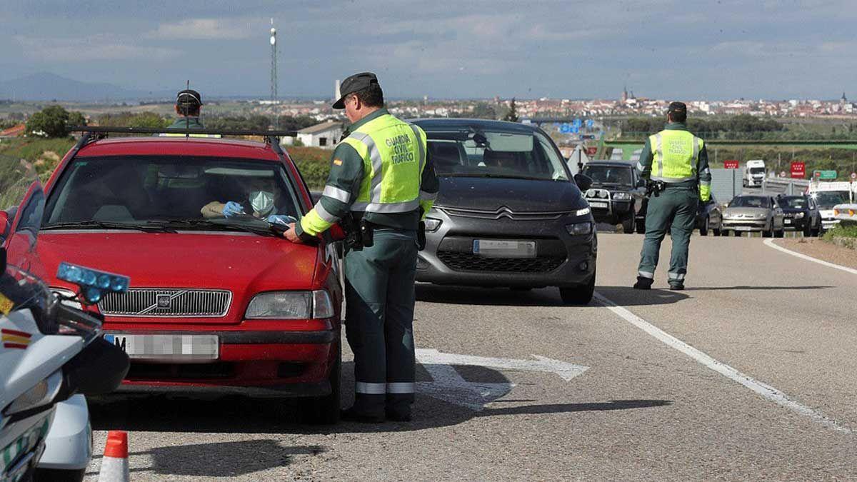 Nuevas normas de tráfico: seis puntos menos por conducir con el móvil y primera regulación de patinetes