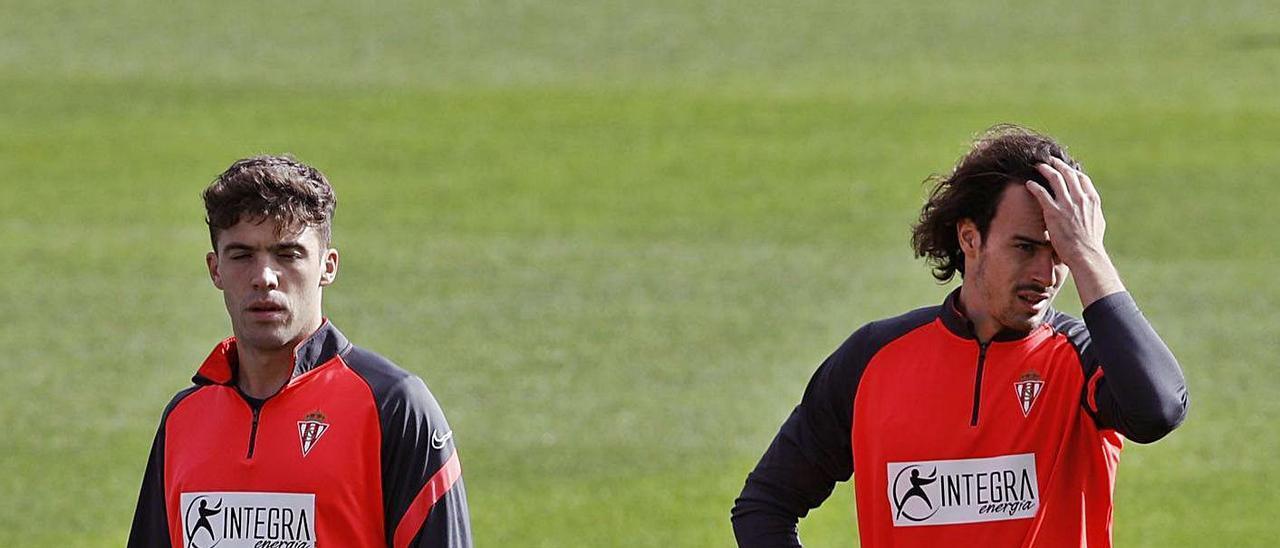 Nacho Méndez, junto a Pelayo Suárez, en un entrenamiento en Mareo.