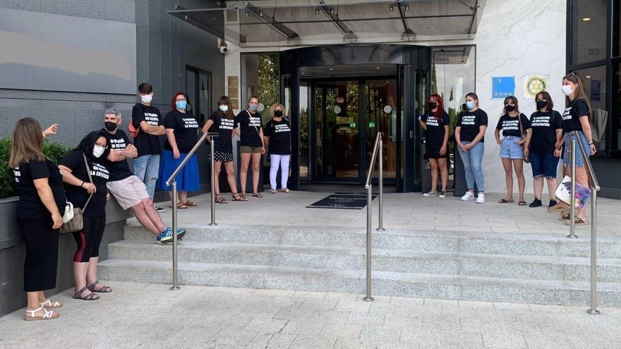 Los trabajadores de Feafes Cáceres exigen una solución tras 11 meses sin cobrar
