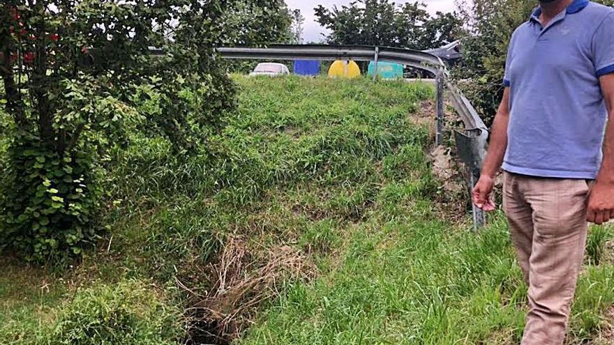Los vecinos de Lieres exigen la reparación de una avería de agua