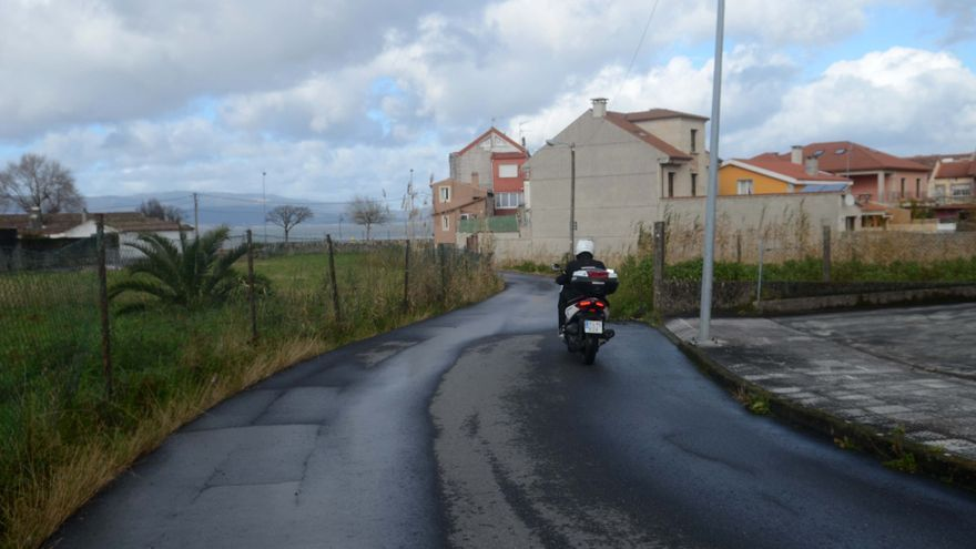 Veinticinco empresas aspiran a ensanchar la Rúa O Freixo en Vilaxoán