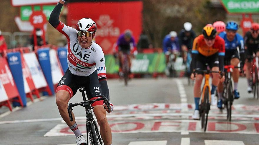 La Vuelta Jasper Philipsen guanya sota l'aigua