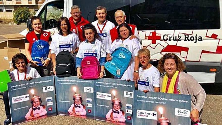 Carrefour surte a Cruz Roja de material escolar en la vuelta al cole