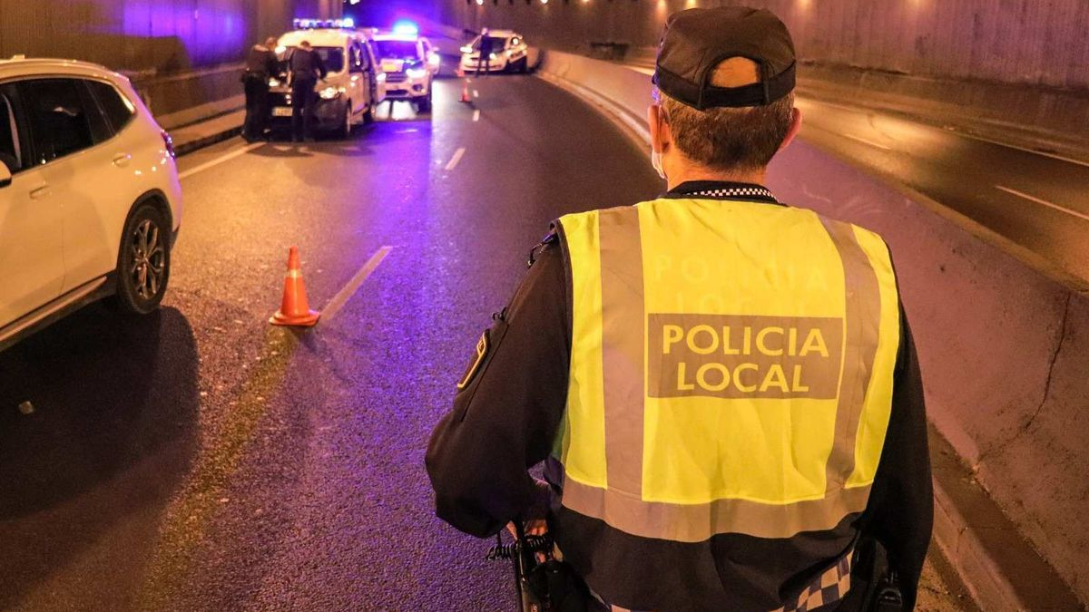 Policía Local de Alicante en un control, imagen de archivo