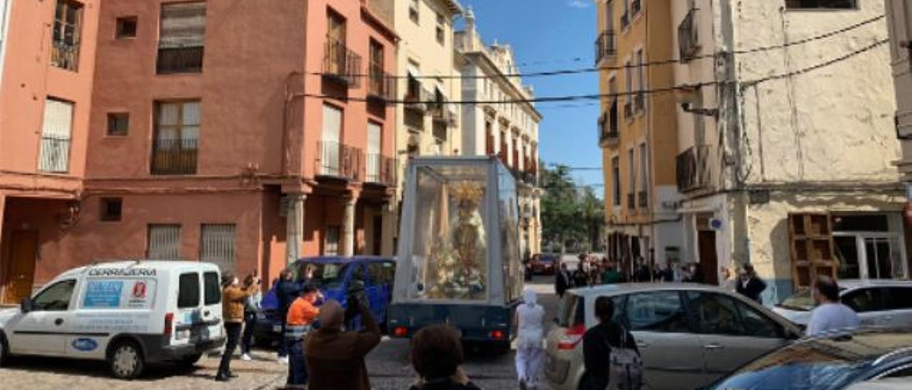 La Virgen, al salir de la Plaza Mayor