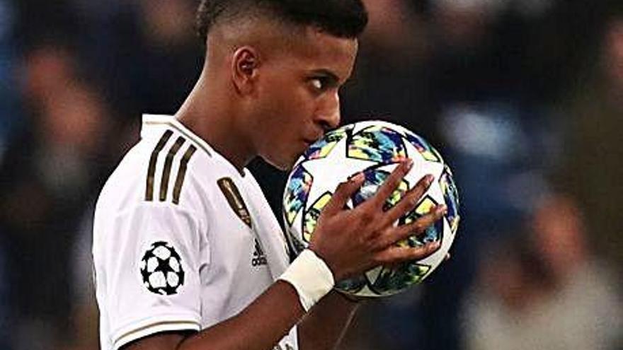 Rodrygo lidera el Madrid, i el City acaba amb un defensa com a porter