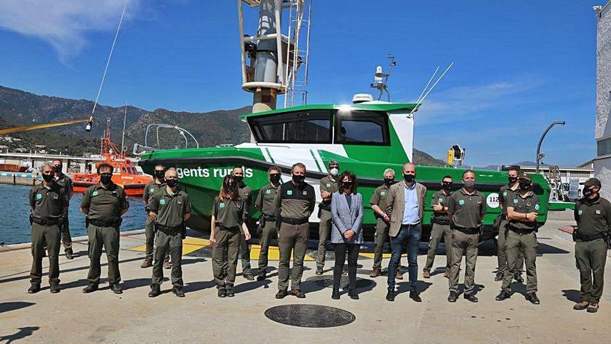 Els Agents Rurals estrenen un vaixell híbrid per vigilar «tots els racons» de la Costa Brava