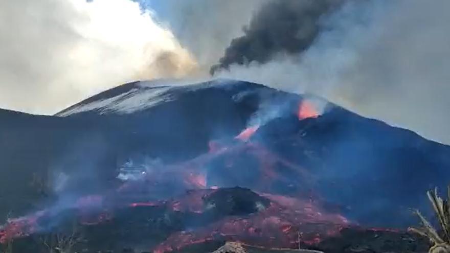 Surge una nueva boca en el flanco del volcán de La Palma