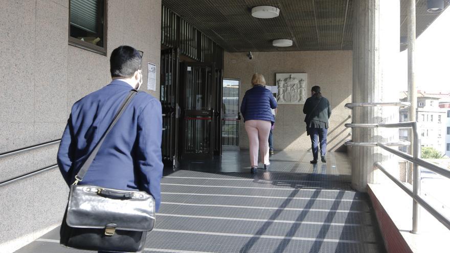 """Un acusado de abusar de una menor en Vigo durante el confinamiento: """"Estaba enamorado de ella"""""""