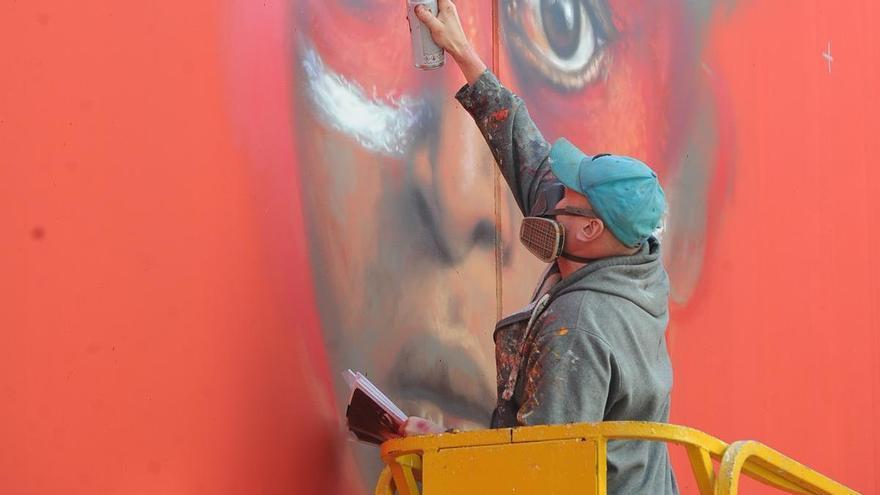 El grafitero británico Dale Grimshaw volverá a pintar en la Región esta semana