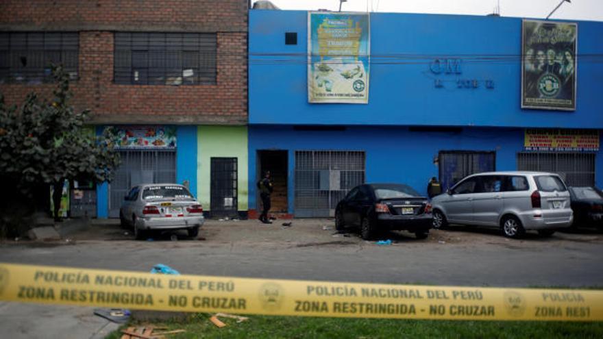 Una fiesta clandestina en Lima acaba con 13 muertos en una avalancha y un brote de Covid