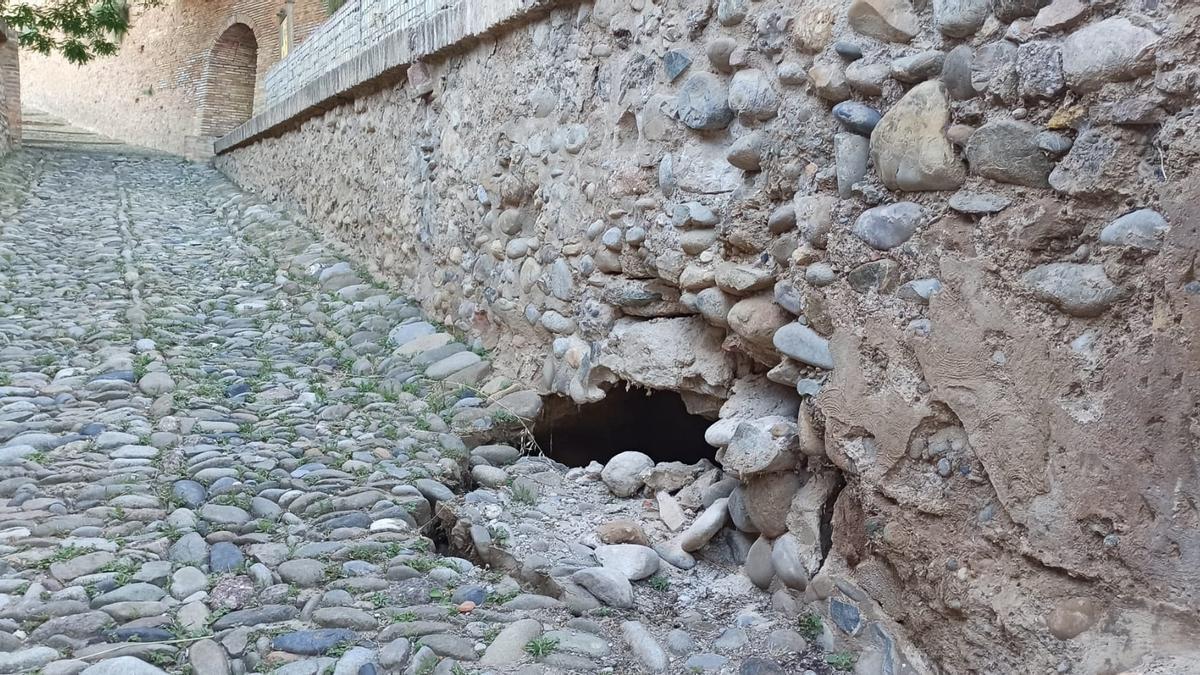 Aspecto del tramo de muro que ha sufrido el derrumbe.