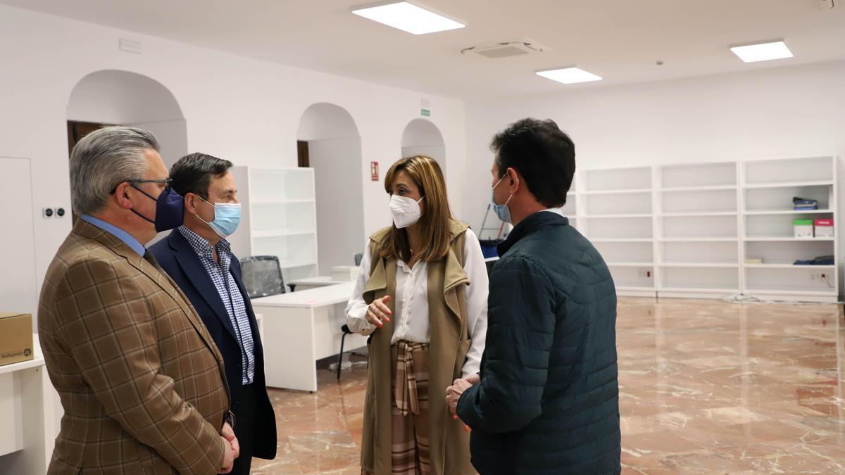 Felisa Cañete y Esteban Morales, en las nuevas dependencias de Recursos Humanos.