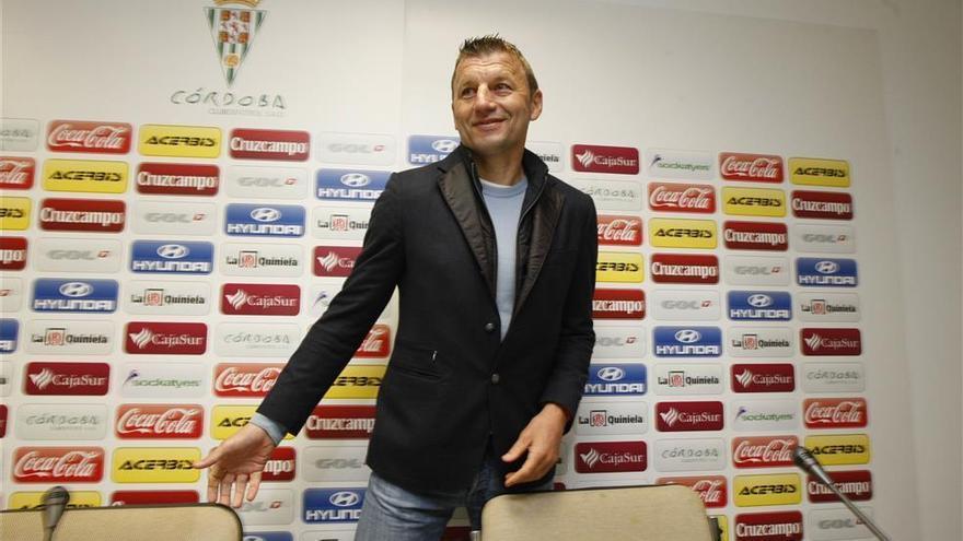 Miroslav Djukic, nuevo entrenador del Sporting