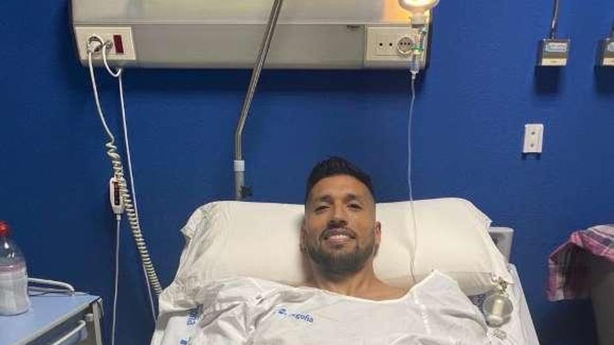 Ezequiel Garay, operado con éxito en Gijón por Antonio Maestro