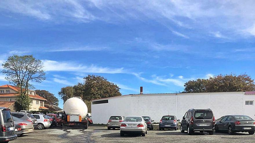 Sabotean un camión aparcado en Dozón y vierten más de 2.000 litros de alquitrán
