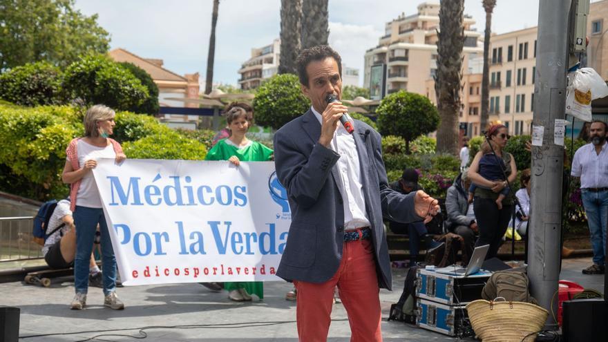 El médico negacionista de Formentera se manifiesta contra las vacunas para frenar el covid