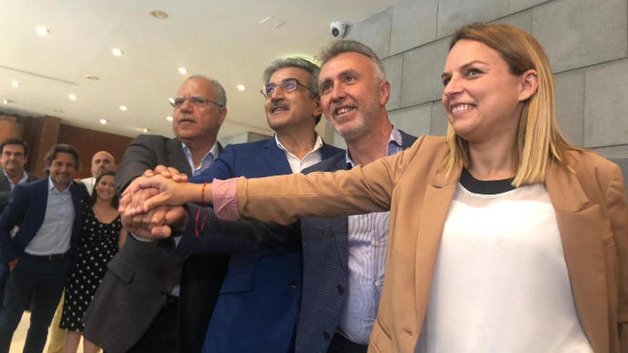 """Santana valora la """"generosidad"""" de PSOE, NC, Podemos y ASG"""