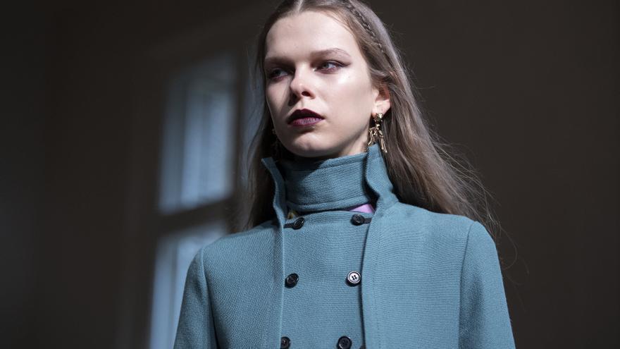 La firma Valentino dejará en 2022 de confeccionar prendas con piel