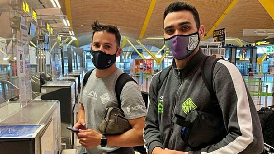 Marlon y Tomaz, ayer en Barajas antes de volver a la isla. | PALMA FUTSAL