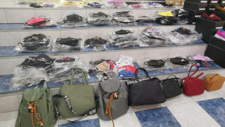 Intervienen más de 1.200 mascarillas falsificadas en un tienda de Santa Cruz de Tenerife