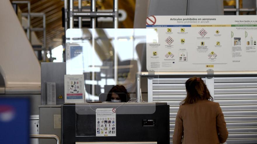 La pandemia hizo viajar a los españoles un 82% menos gastando un 89% menos