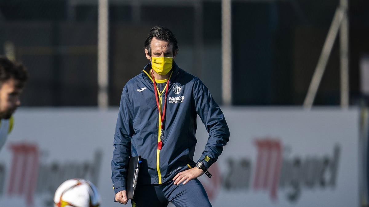 Unai Emery, durante un entrenamiento del Villarreal.