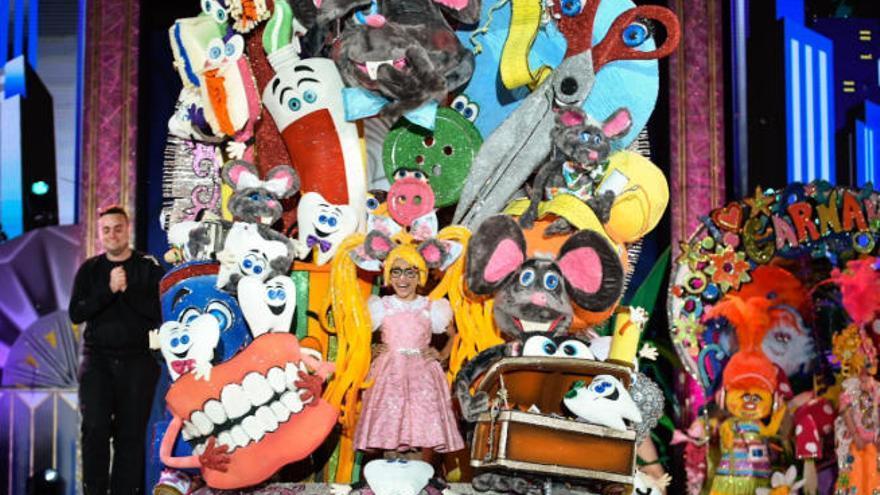 María Alonso Castro es coronada reina infantil del Carnaval de Maspalomas