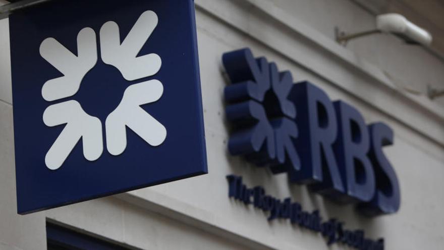 Bruselas multa con 1.068 millones a cinco bancos por formar un cártel de divisas
