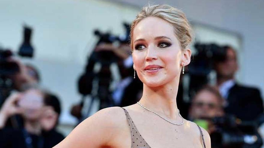 Jennifer Lawrence niega haber tenido sexo con Harvey Weinstein