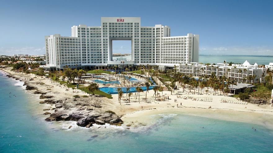 CaixaBank financia al Grupo RIU la adquisición del 49% de 19 hoteles propiedad de TUI